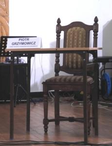 P. Grzymowicz - puste krzesło podczas debaty FRO