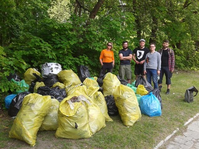 Sprzątanie brzegów Łyny - zdjęcie grupowe